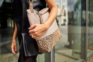 udo couture_defleur leopard_glasfassade2
